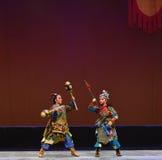 Martillo roto Pike del oro--€œLittle Worriors de la ópera de Pekín del  del family†de Yeuh's Foto de archivo libre de regalías