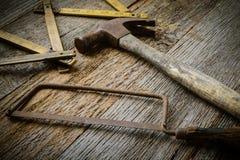 Martillo, sierra y cinta métrica Imagenes de archivo