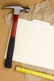 Martillo y cinta de medición Imágenes de archivo libres de regalías