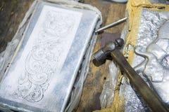 Martillo y clavo para el arte los cubiertos Imágenes de archivo libres de regalías