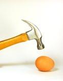 Martillo y huevo Fotografía de archivo libre de regalías