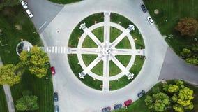 Martin Luther King Memorial i den Denver staden parkerar flyg- sikt stock video
