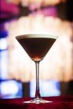 Martini καφέ Espresso κοκτέιλ στον καθιερώνοντα τη μόδα φραγμό Στοκ φωτογραφία με δικαίωμα ελεύθερης χρήσης