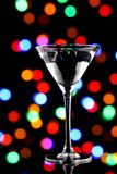 Martini κοκτέιλ με τα φω'τα Χριστουγέννων Στοκ εικόνες με δικαίωμα ελεύθερης χρήσης