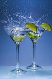 Martini κοκτέιλ με τον ασβέστη και τον παφλασμό Στοκ φωτογραφίες με δικαίωμα ελεύθερης χρήσης