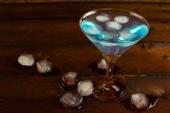 Martini ποτήρι του μπλε κοκτέιλ Στοκ Φωτογραφία