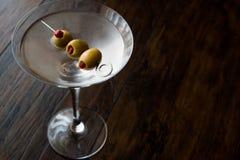 Martini asciutto classico con le olive Immagine Stock Libera da Diritti