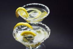 Martini avec la croûte, le citron et les peaux de sucre Images libres de droits