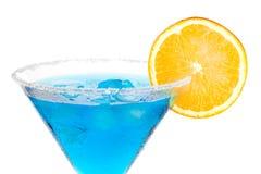 Martini blu con la fetta arancione Immagine Stock