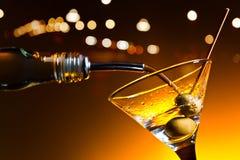 Martini con las aceitunas Imagenes de archivo