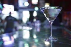 Martini con le olive Fotografia Stock