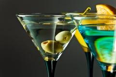 Martini con le olive verdi Fotografie Stock