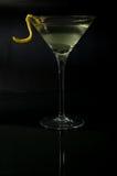Martini con una torsión en negro Imágenes de archivo libres de regalías