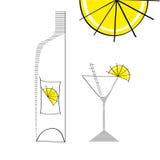 Martini-Glas mit Flasche und Kalk Stockfotos