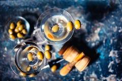 Martini koktajle Sucha ajerówka Martini słuzyć w klubach i restauracjach Obraz Stock
