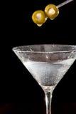Martini med oliv Arkivbilder