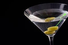 Martini met Olijf royalty-vrije stock afbeelding