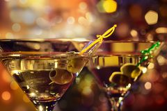 Martini olive et en verre Image stock