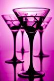 Martini op purple Stock Afbeeldingen
