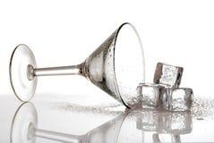 Martini rovesciato con i cubi di ghiaccio Fotografia Stock
