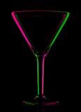 Martini vuoto colorato trasparente di vetro sul nero fotografia stock