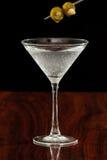 Martini z oliwkami Zdjęcia Royalty Free