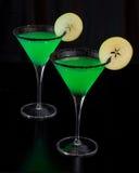 Martinis της Apple που περιβάλλονται με τη μαύρη ζάχαρη Στοκ εικόνες με δικαίωμα ελεύθερης χρήσης