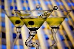 Martinis con el fondo céntrico fotos de archivo