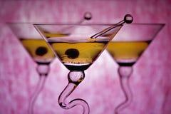 Martinis con el fondo rosado Imágenes de archivo libres de regalías