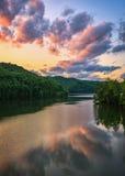 Martins Fork Lake, toneelzonsondergang, Kentucky stock foto