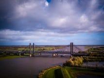 Martinus Nijhoff Bridge e fiume Waal vicino a Zaltbommel Immagini Stock Libere da Diritti