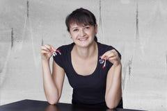 Martisor στα χέρια μιας γυναίκας Στοκ φωτογραφία με δικαίωμα ελεύθερης χρήσης