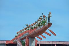 Marudi,以战争独木舟的Baram地标渔郎Ulu为特色 免版税库存照片