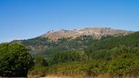 Marvao stad upptill av berget Arkivbild