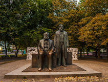 Marx- und Engels-Statue in Berlin Lizenzfreies Stockfoto