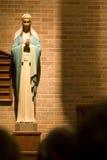 Mary an der katholischen Kirche lizenzfreie stockfotos