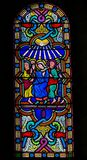 Mary e os apóstolos no domingo de Pentecostes - vitral imagens de stock