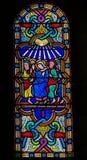 Mary en de Apostelen bij Pinksteren - Gebrandschilderd glas stock afbeeldingen