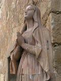 Mary, geschnitzte Steinstatue Stockfoto