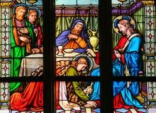 Mary Magdalen che unge i piedi di Christ's - vetro macchiato Fotografie Stock