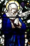 Mary, matka Jezusowy falcowanie ona ręki (witraż) fotografia stock