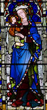 Mary med behandla som ett barn Jesus i henne armar (målat glass) Arkivfoto
