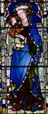 Mary mit Baby Jesus in ihren Armen (Buntglas) Stockfoto