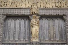 Mary Statue all'abbazia di Westminster, Londra, Inghilterra Fotografia Stock Libera da Diritti
