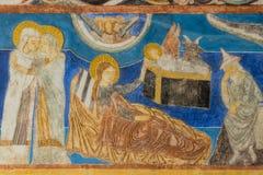 Mary visita Elisabeth Jesus é nascido no estábulo Wal medieval imagem de stock