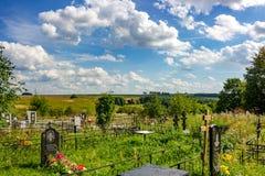 Maryino, Rusland - Augustus 2018: Russische Orthodoxe begraafplaats stock afbeeldingen