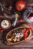 Marynowana piec wieprzowina i grule z orzechami włoskimi kumberlandy i winem, Gruziński naczynia ojahuri Zdjęcia Stock