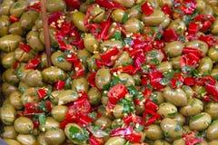 Marynowane oliwki na rynku Catania w Sicily zdjęcie stock