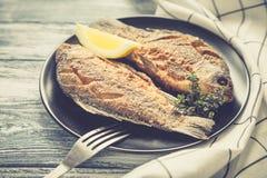 Marynowany smażący rybi karp Korzenny rybi dłoniak z pikantność i cytryną Zdjęcia Stock