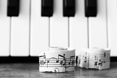 Marzec 28, 2018 Izhevsk, Rosja Muzykalne notatki, pianino Obrazy Stock